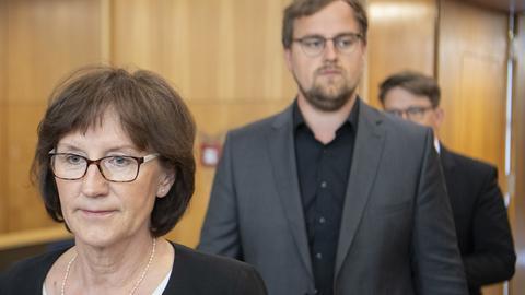 Irmgard Braun-Lübcke, Witwe von Walter Lübcke und ihre Söhne