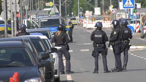Polizeikräfte am Einsatzort in Frankfurt-Fechenheim