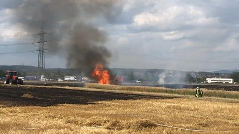 Feld brennt bei Flörsheim-Wicker