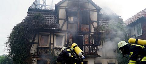Bei Brand schwer beschädigtes Fachwerkhaus in Felsberg