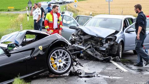 Euro Schaden | Ferrari 599 GTB Schrott nach Frontal-Crash!