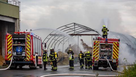 Abgebranntes Lager, Feuerwehr im Einsatz