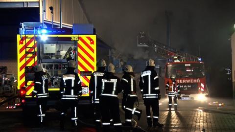 Einsatzkräfte beim Feuer in Edermünde-Grifte.