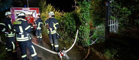 Feuerwehrleute am Einsatzort in Espenschied