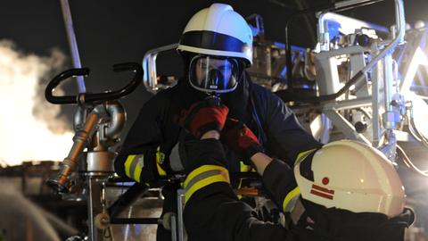 Feuerwehr mit Atemschutz im Einsatz