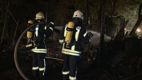 Feuerwehrleute im Einsatz in Bad Emstal