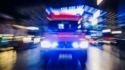 Feuerwehrwagen in der Nacht