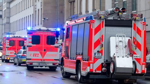 Feuerwehrwagen und Rettungsdienst