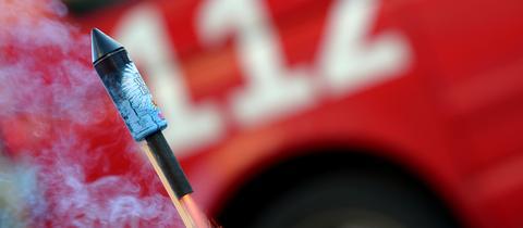 Die Feuerwehrgewerkschaft DFeuG fürchtet an Silvester vermehrt Übergriffe auf Einsatzkräfte.