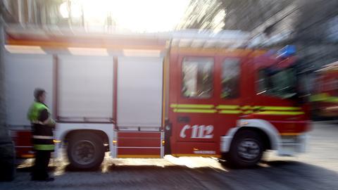 Feuerwehr-Auto auf Straße