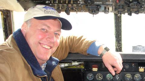 Burkhard Fiebig im Cockpit einer Convair
