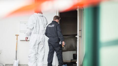 Beamte der Spurensicherung bei Flüchtlingsunterkunft in Lampertheim