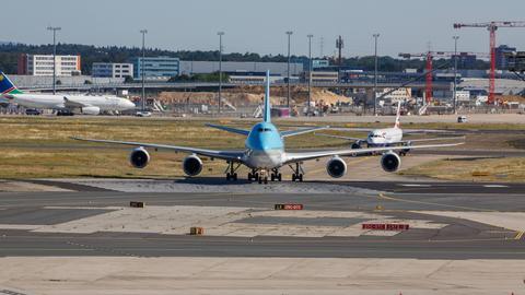 Ein Flugzeug der Korean Air am Frankfurter Flughafen
