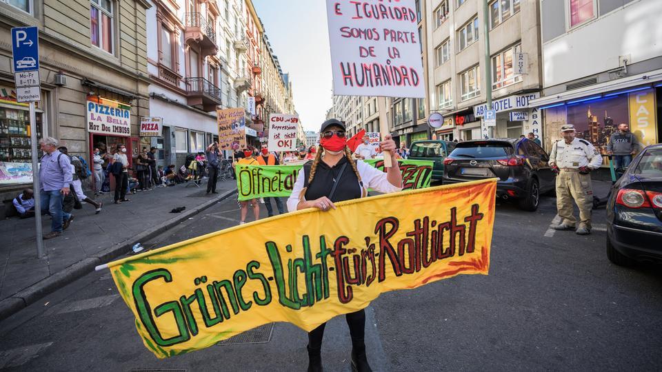 Demonstration für Bordellöffnung