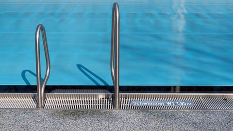 Schwimmbad wegen Corona-Krise geschlossen