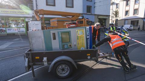 Aufräumarbeiten an der Unfallstelle