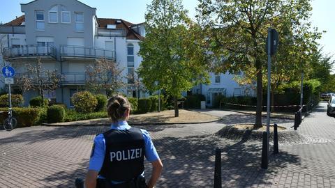 Polizistin am Einsatzort in Dietzenbach