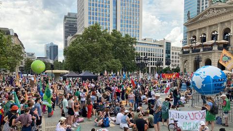 Beim zentralen Klimastreik von Fridays for Future an der Alten Oper in Frankfurt.