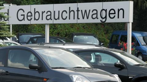 Mit Gebrauchtwagen-Geschäften im Internet soll ein Trio aus dem Kreis Offenbach Kunden abgezockt haben.