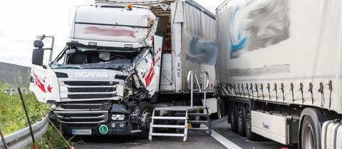 Die beiden verunglückten Lastwagen