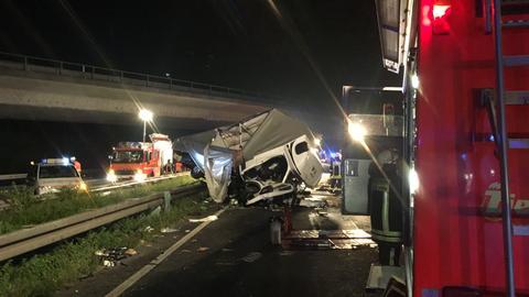 Die Unfallstelle mit dem Klein-Lkw auf der A67 bei Rüsselsheim