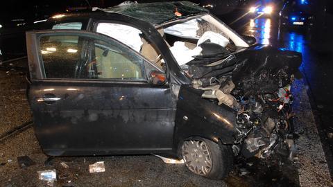 Das völlig zerstörte Auto des Opfers