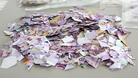 Haufen von Geldschnipseln