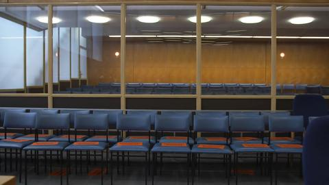 Der Gerichtssaal beim Lübcke Prozess, Blick auf die Zuschauer-Sitze