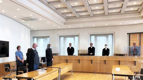 Foto von einem Prozess im Gerichtssaal.