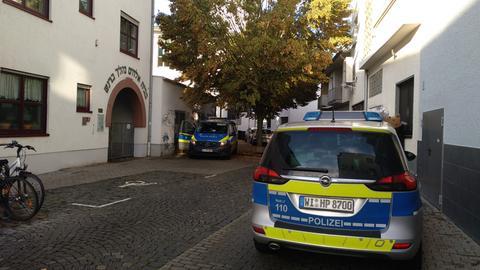 Verstärkte Polizeipräsenz auch an der Synagoge in Gießen.