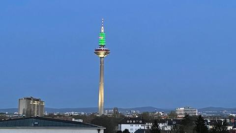Ginnheimer Spargel leuchtet grün