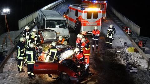 In Hofbieber prallten zwei Fahrzeuge frontal zusammen.