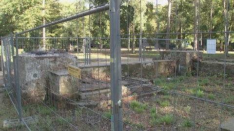Ein Bauzaun steht um die verbliebenen Reste des Fundaments des Goetheturms
