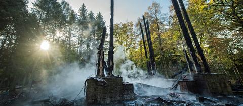 Nach dem Brand stehen nur noch die Grundpfeiler des Goetheturms.