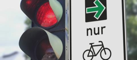 Grüner Pfeil nach rechts für Radfahrer