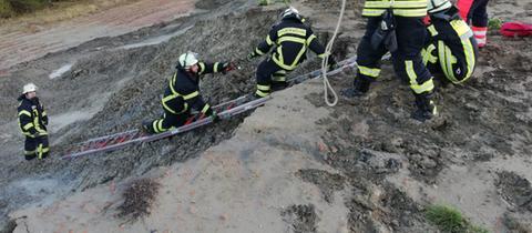 Die Freiwillige Feuerwehr Hainstadt beim Einsatz in der Lehmgrube