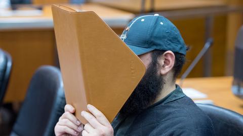"""""""Bombe vergessen"""": Halil D. auf der Anklagebank im Landgericht Frankfurt"""