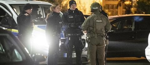 Polizisten am Tatort des Hanauer Anschlags