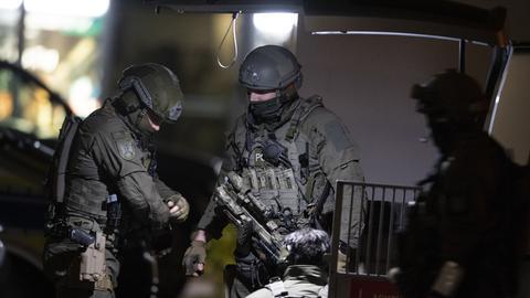 Polizisten beim Einsatz in Hanau