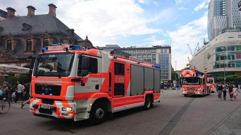 Feuerwehrwagen an der Frankfurter Hauptwache