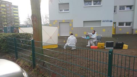 Spurensicherung nach tödlichem Schuss in Offenbach