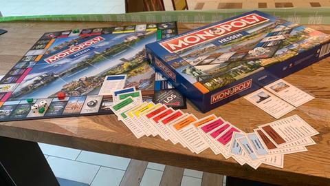 Das Spielbrett und die Verpackung der neuen hessischen Monopoly-Edition