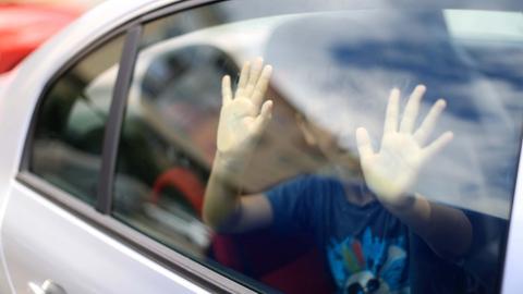 Kind in Auto (Symbolbild)