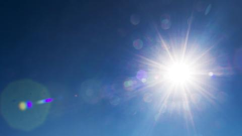 Sonne am blauen Himmel
