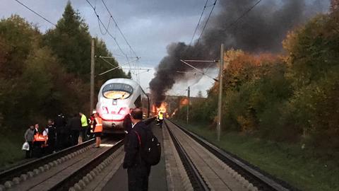 ICE auf Schnellstrecke Köln-Frankfurt brennt bei Dierdorf