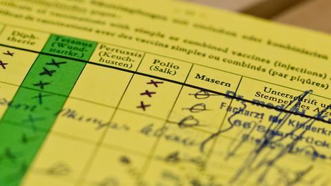 Impfbuch mit markierten Feldern Diphterie, Tetanus, Pertussis, Polio und Masern