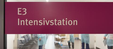 Eingang zur Intensivstation im Frankfurter Uniklinikum