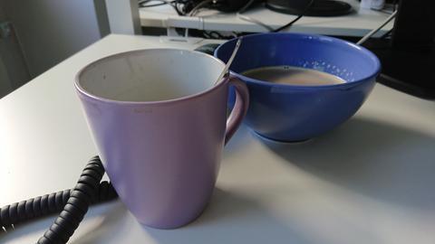 Kaffee: Tasse und Schüssel.