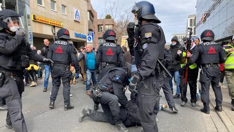 In der Kasseler Innenstadt kam es zu Zusammenstößen zwischen Demonstrierenden und der Polizei.