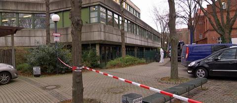 Fundort der Leiche auf der Elisabeth-Knipping-Schule in Kassel abgesperrt